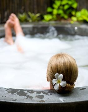Sunnybrook Farm hot-tub