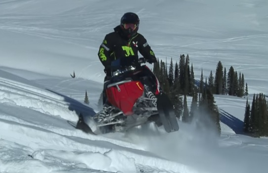 Snowmobiling in Ontario - Polaris 2016