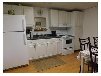 Sunnybrook Farm Apartment - kitchen